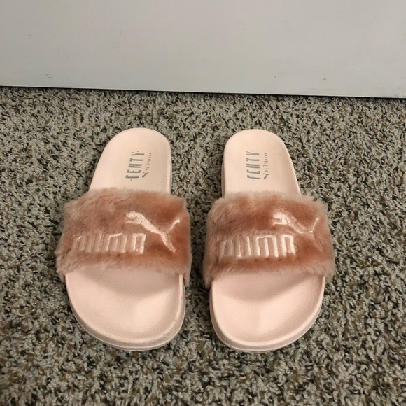 the latest 8c207 a3ad1 Pink Fenty Puma Fur Slides (not true to size)
